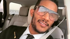 ظهور مفاجئ لمحمد رمضان في منزل عادل إمام ووصلة غنائية مع حفيدته