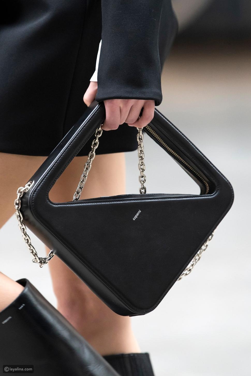 حقائب أنيقة باللون الأسود