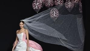 فيديو هذه هي أغرب صيحات فساتين الزفاف من أحدث عروض الأزياء العالمية!