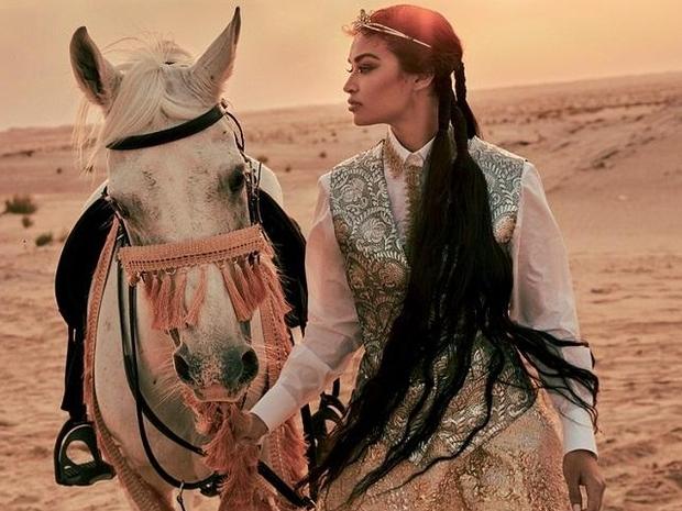 اختيار عارضة الأزياء السعودية شنانا شايك بطلة غلاف مجلة شهيرة