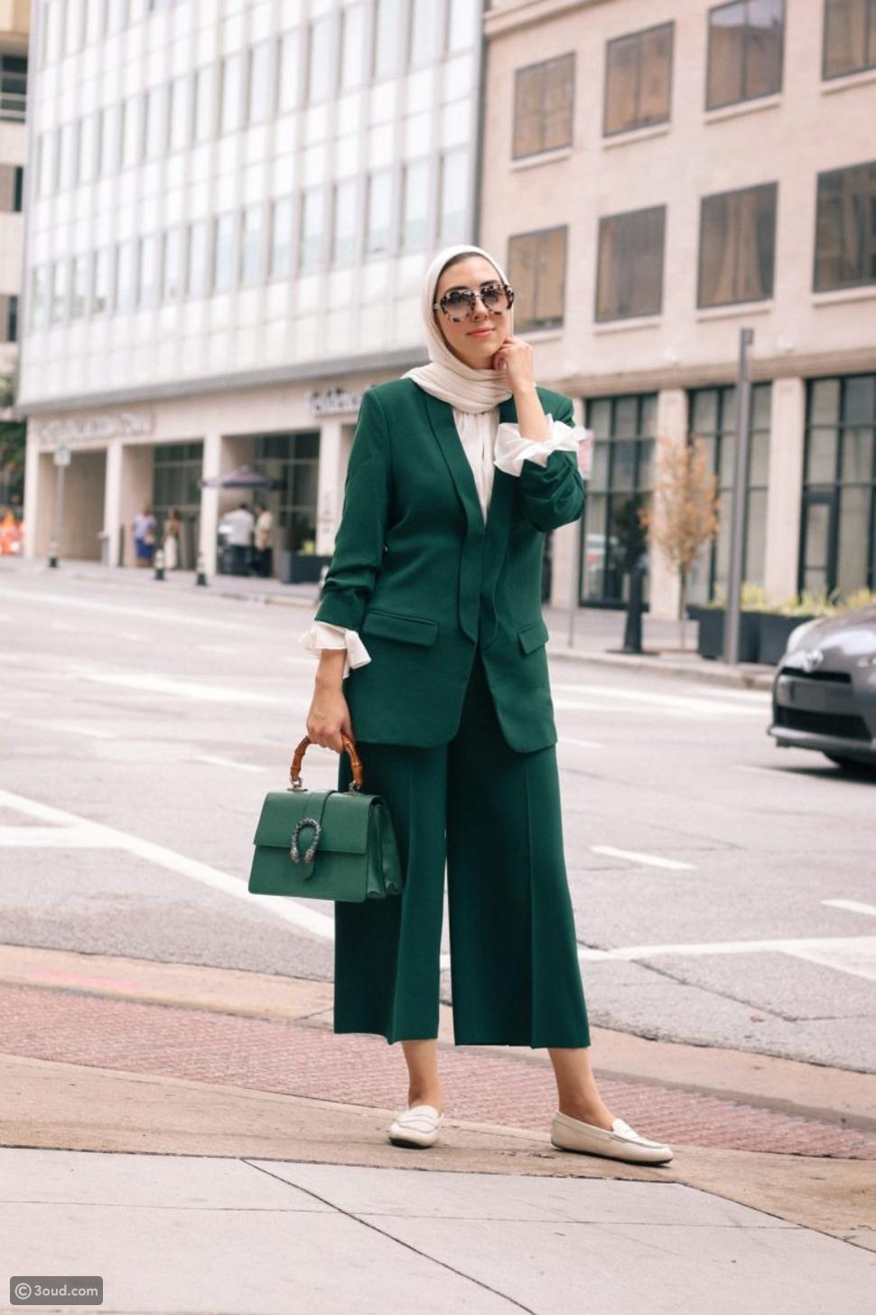 بدلة باللون الأخضر