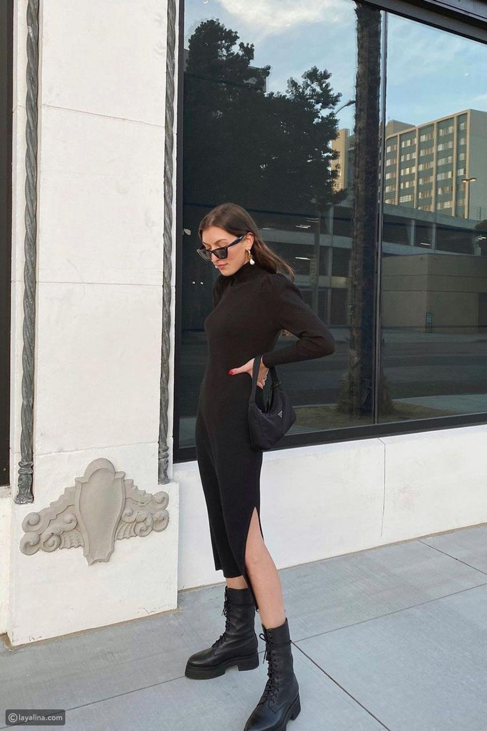 فستان منسوج مضلع مع حذاء عسكري وحقيبة يد صغيرة