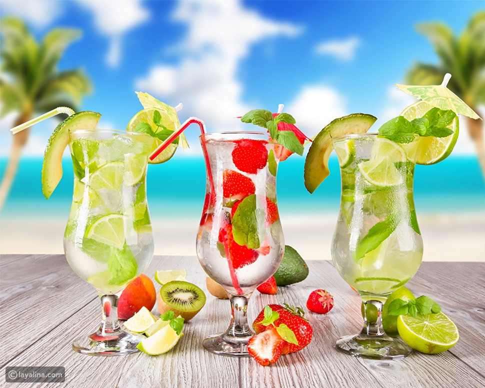 الماء المنكّه بشرائح الفاكهة