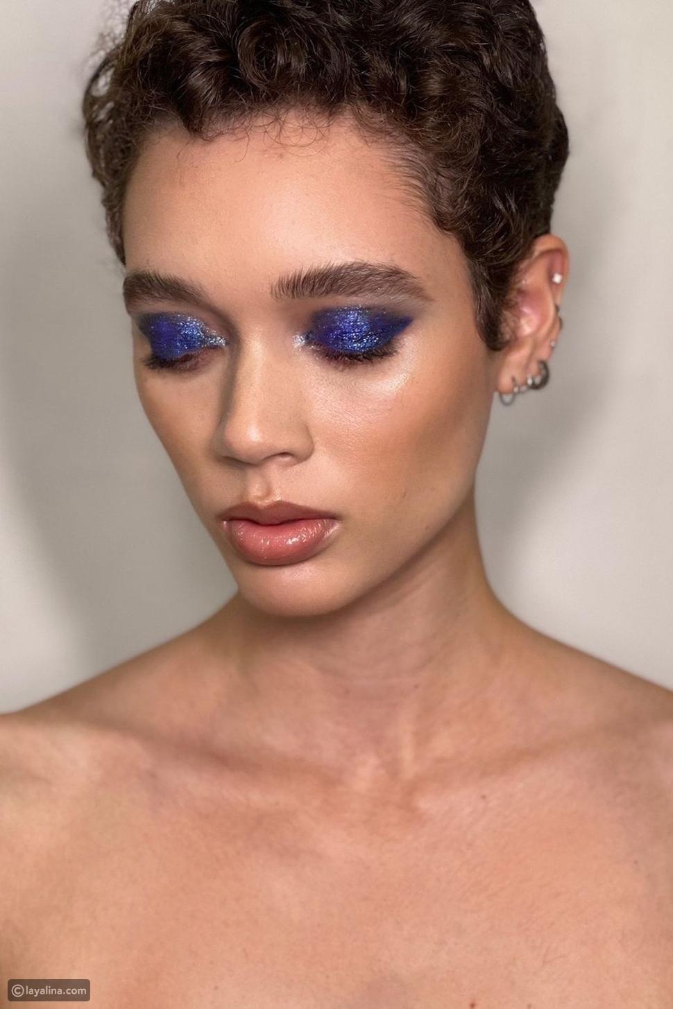 ظلال عيون باللون الأزرق