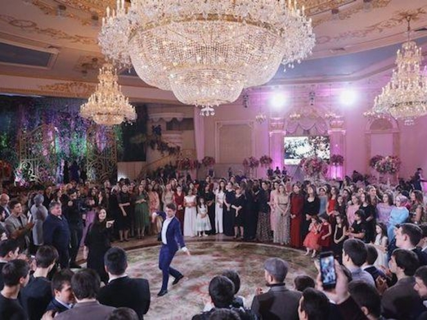 زفاف عروس شيشانية في حفل فخم وأجواء أسطورية