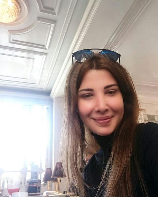 صور نانسي عجرم ووالدتها أكثر جاذبية بدون مكياج من روما ...