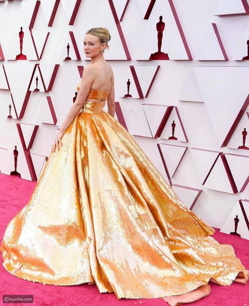 كاري موليجان بإطلالة نحاسية بتوقيع فلانتينو في حفل أوسكار Oscars 2021