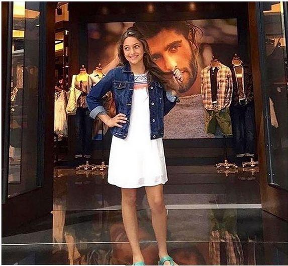 صورة ابنة تامر هجرس تشعل مواقع التواصل الاجتماعي بجمالها