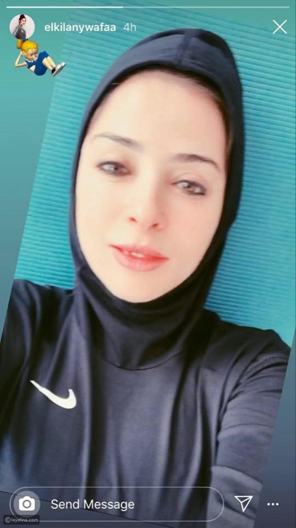 وفاء الكيلاني بالحجاب وبدون مكياج