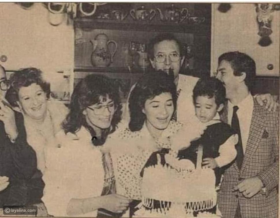 صوره نادرة للراحل هيثم أحمد زكي  في عيد ميلاده الأول برفقة والدته
