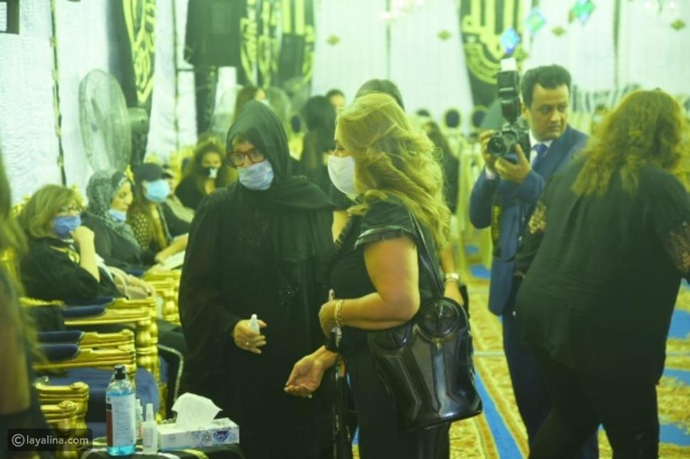 ليلى علوي تثير الجدل رقصت في حفل عمرو دياب بنفس ملابس عزاء محمود ياسين