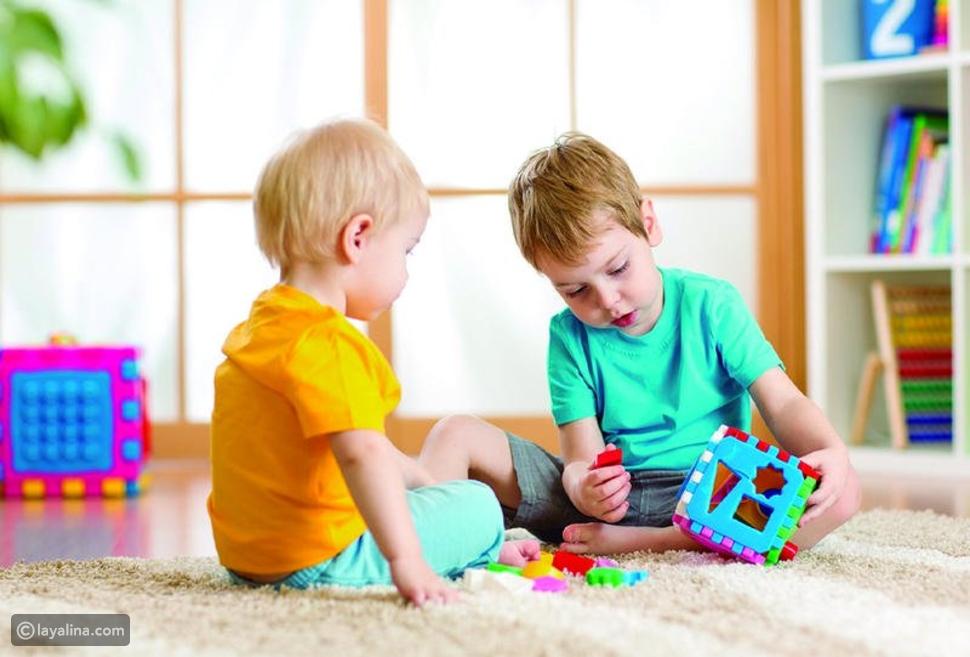 ألعاب الفك والتركيب تساعد الأطفال في هذا السن على تطوير قدراتهم العقلية ومهارات التحكم باليدين
