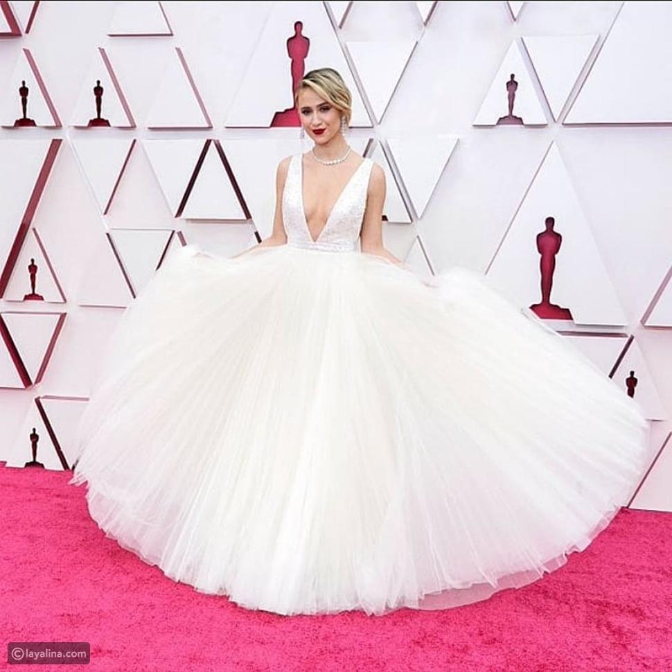 ماريا باكالوفا تطل بالأبيض في حفل أوسكار Oscars 2021 بتوقيع لوي فيتون