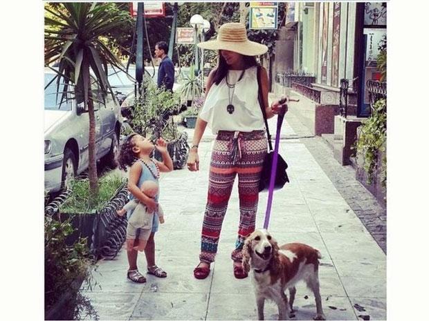 مي عمر مع ابنتها الأولى
