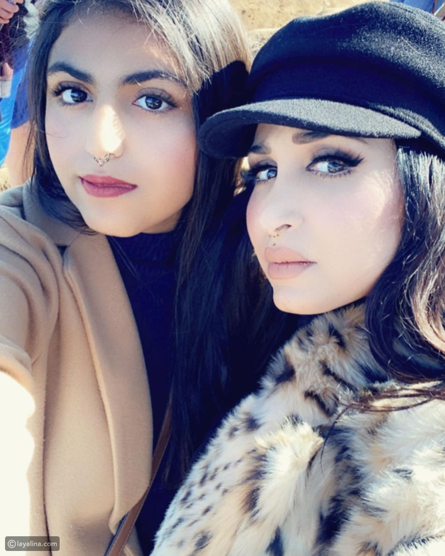 هند القحطاني مع ابنتها