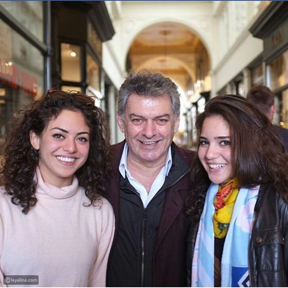 صور جهاد سعد مع ابنتيه الشابتين: جمالهما طاغي وقد تعتقد أنهما صديقتيه!