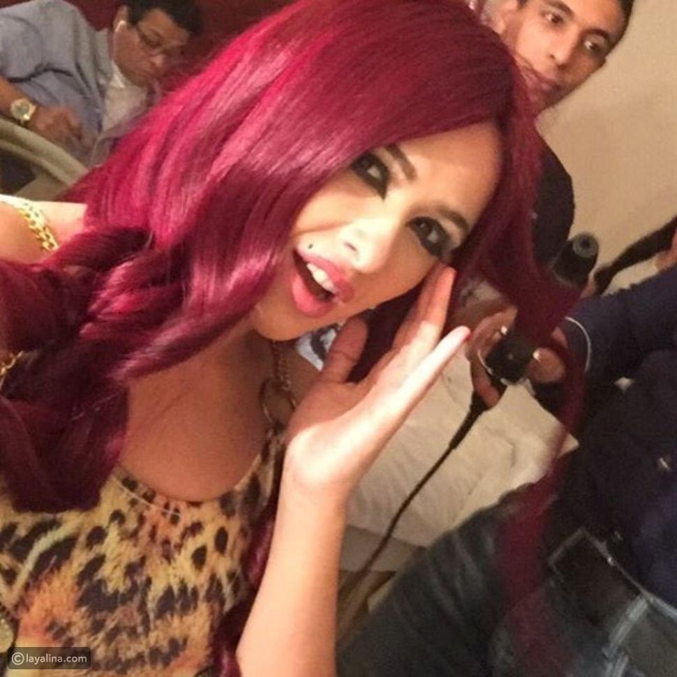 صورة ياسمين عبد العزيز بلون شعر جريء يغير من شكلها تماماً