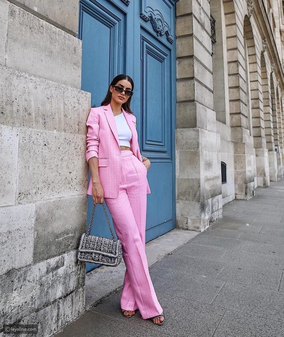 بدلة رسمية باللون الوردي