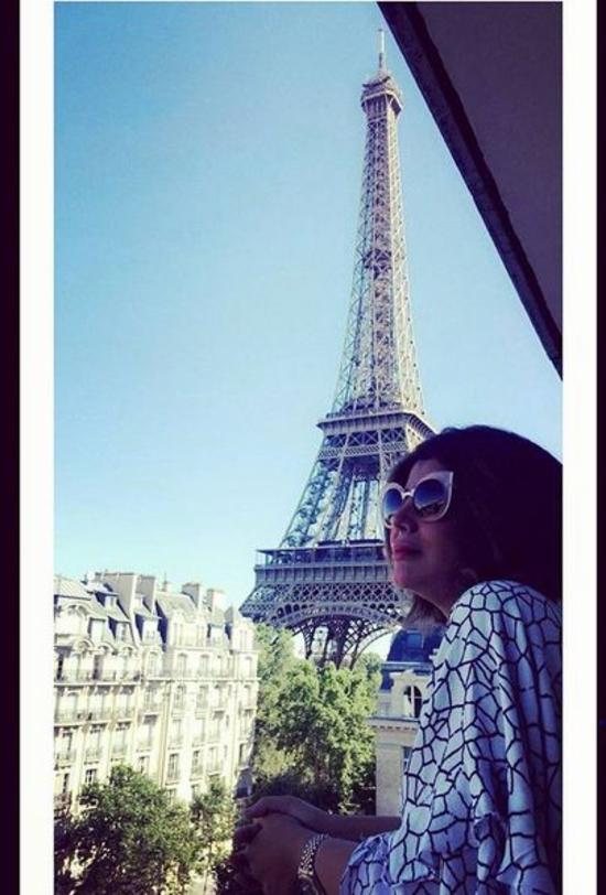 صور إلهام الفضالة تستمتع في باريس وتكشف عن نحافتها المبهرة لجمهورها