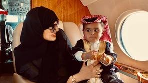 ابن سارة الودعاني يخطف القلوب بإطلالاته في العيد