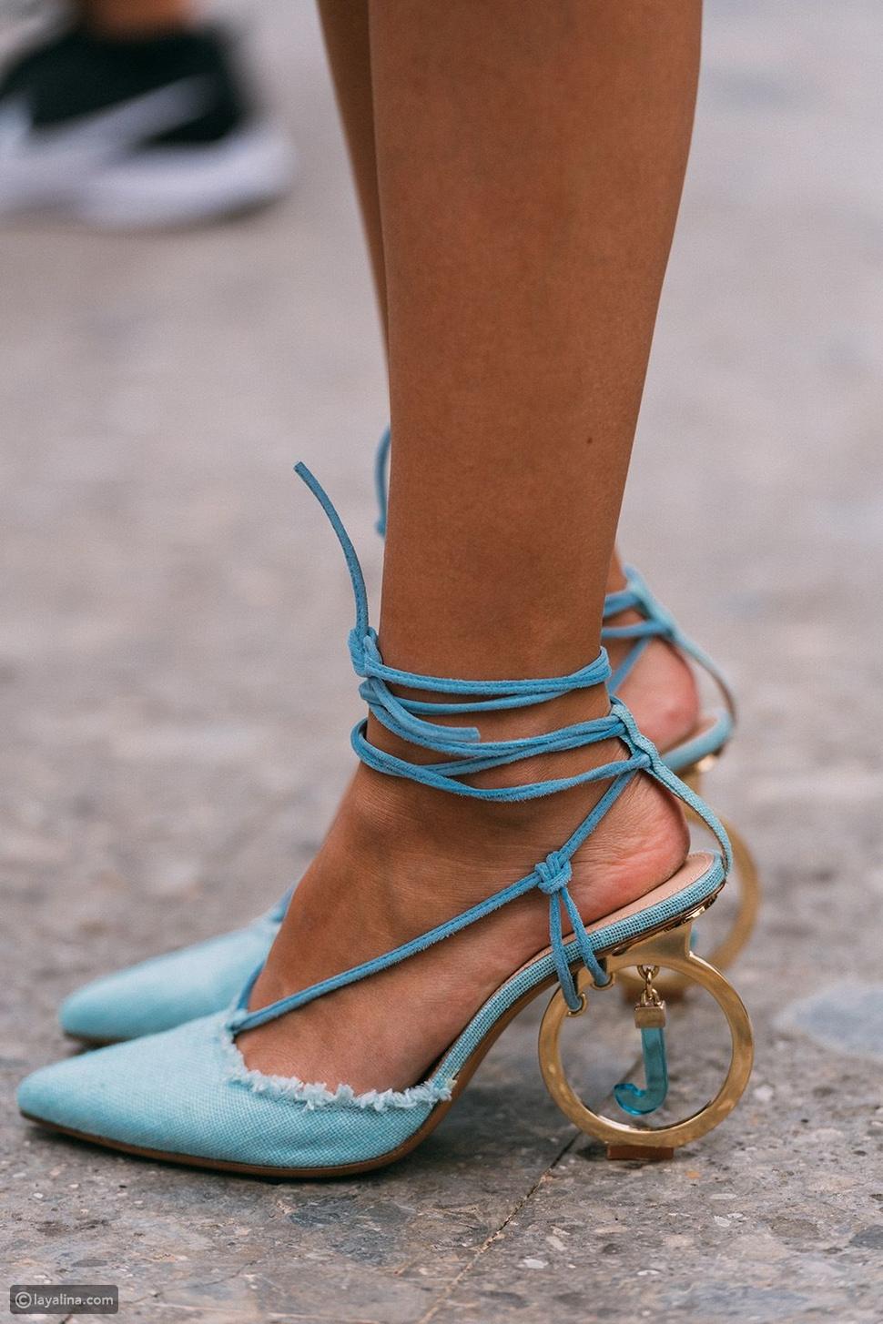 أحذية باللون الأزرق السماوي