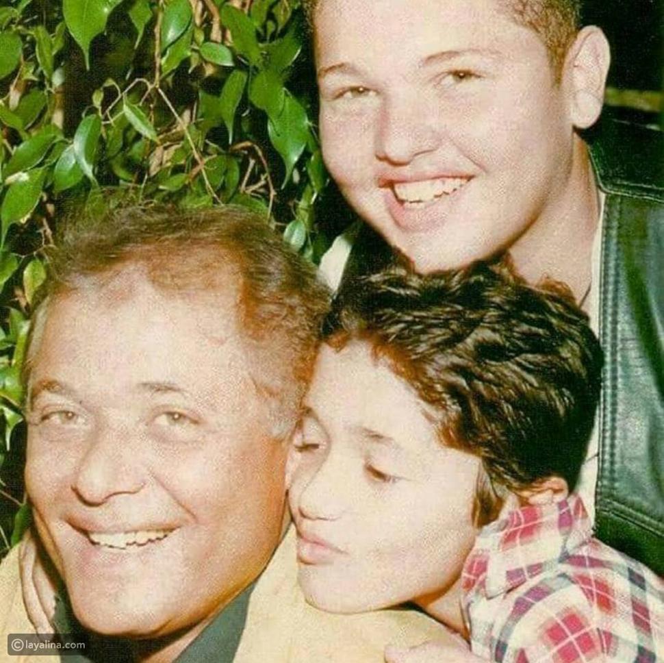 صور نادرة لوالدة الفنان كريم محمود عبد العزيز.. لن تصدقوا الشبه بينهما!