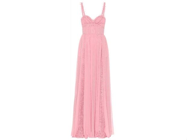 فستان ميريام فارس الوردي الناعم