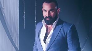 فيديو انتقاد لاذع لأحمد سعد بسبب تصرفه غير المتوقع في الحرم المكي