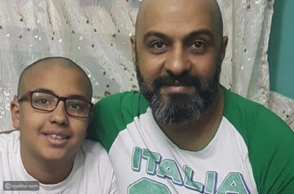فريد النقراشي يحلق شعره تضامناً مع ابنه المصاب بالسرطان