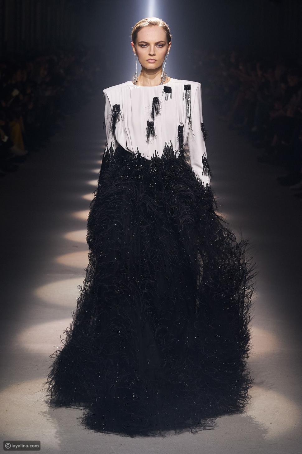 أزياء مزينة بالريش الأسود