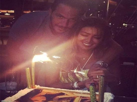 صور وفيديو: أمل بوشوشة تحتفل بعيد ميلادها وزوجها وهذه هديته لها..