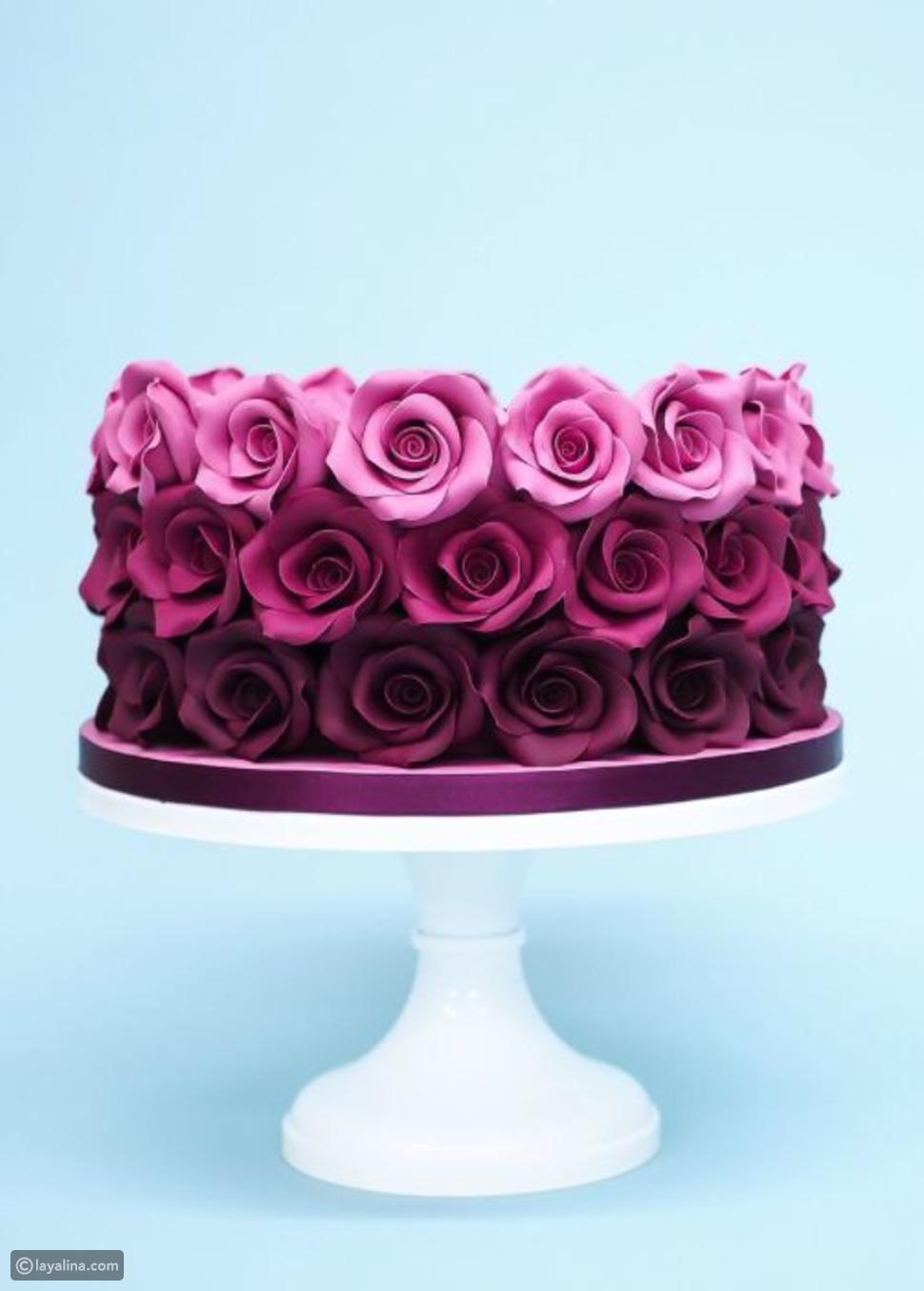 هذه الكيكة تجمع بين الوردي والنبيذي