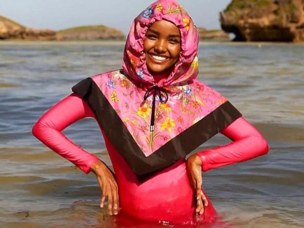 حليمة عدن.. أول مسلمة بالبوركيني على غلاف مجلة Sports Illustrated