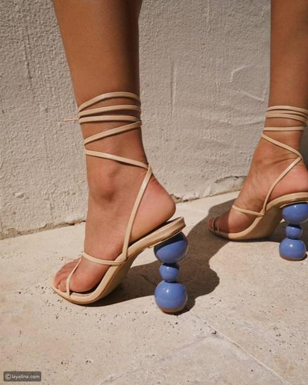 أحذية بكعوب منحونة