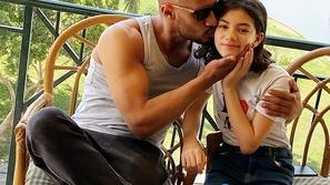محمد رمضان ينشر فيديو يرقص فيه مع ابنته على مقطع من أغنية جديدة له