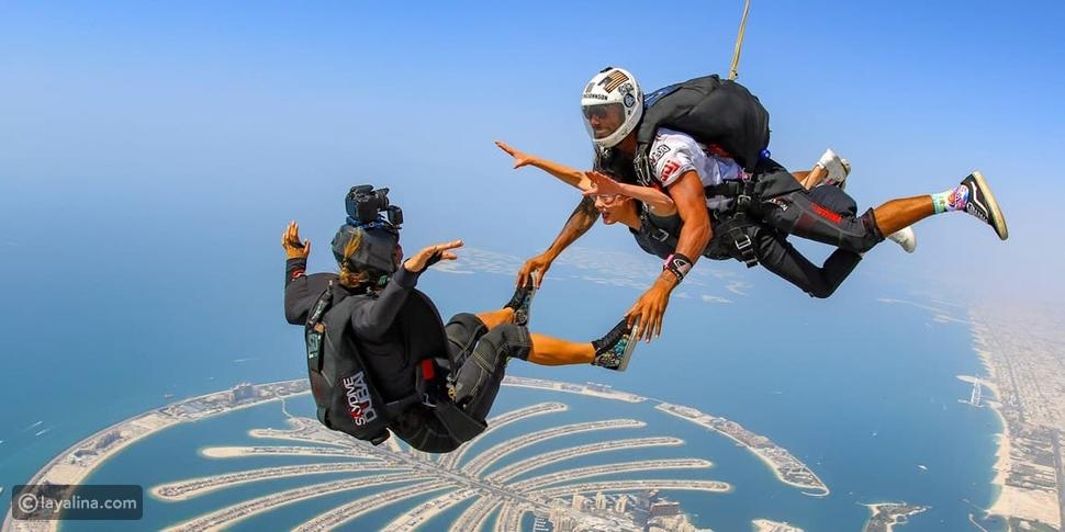 القفز المظلي في شهر العسل في دبي