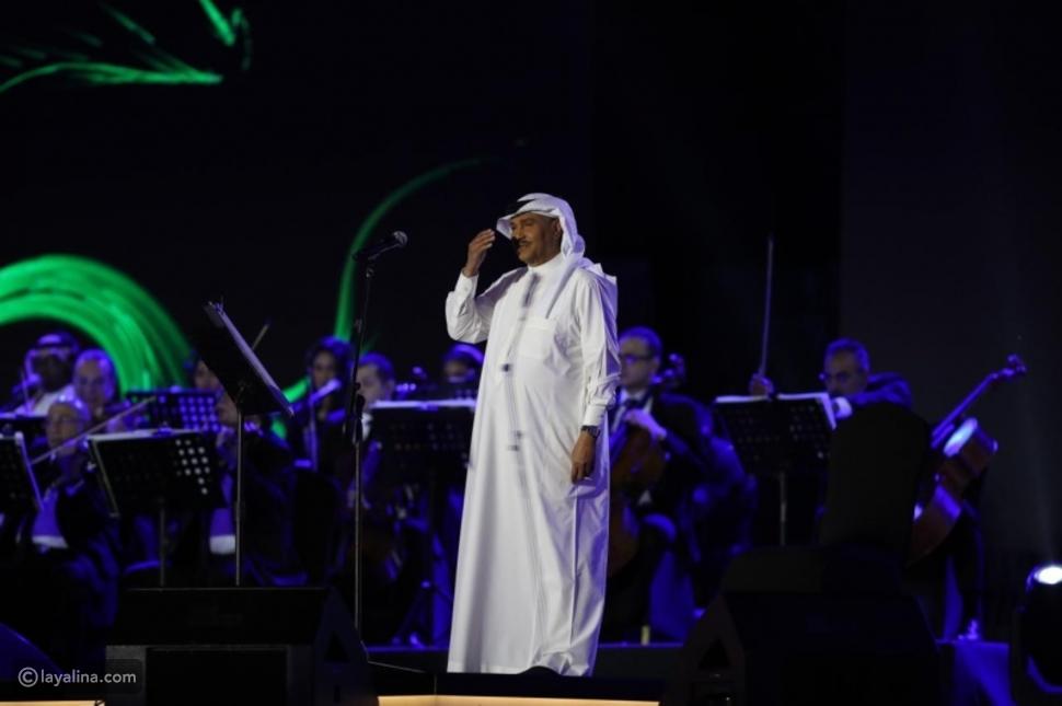 محمد عبده يشعل المسرح بحفله بمدينة الباحة السعودية ويوجه رسالة لجمهوره