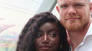 فيديو عبير سندر تنشر لقطات طريفة مع زوجها من شهر العسل في سنغافورة