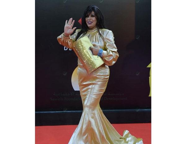 فيفي عبده ترتدي فستاناً ذهبيا من تصميم فؤاد ساكيس