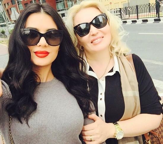 لينا قيشاوي تكشف عن صورة والدتها الجميلة وتعايدها في عيد الأم