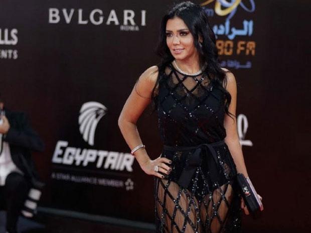 فستان رانيا يوسف الذي أثار جدلاً