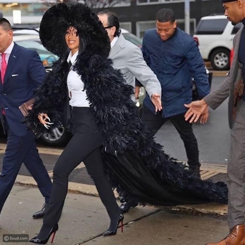 كاردي بي أثناء توجهها للمحكمة