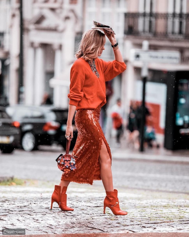 ملابس برتقالية اللون