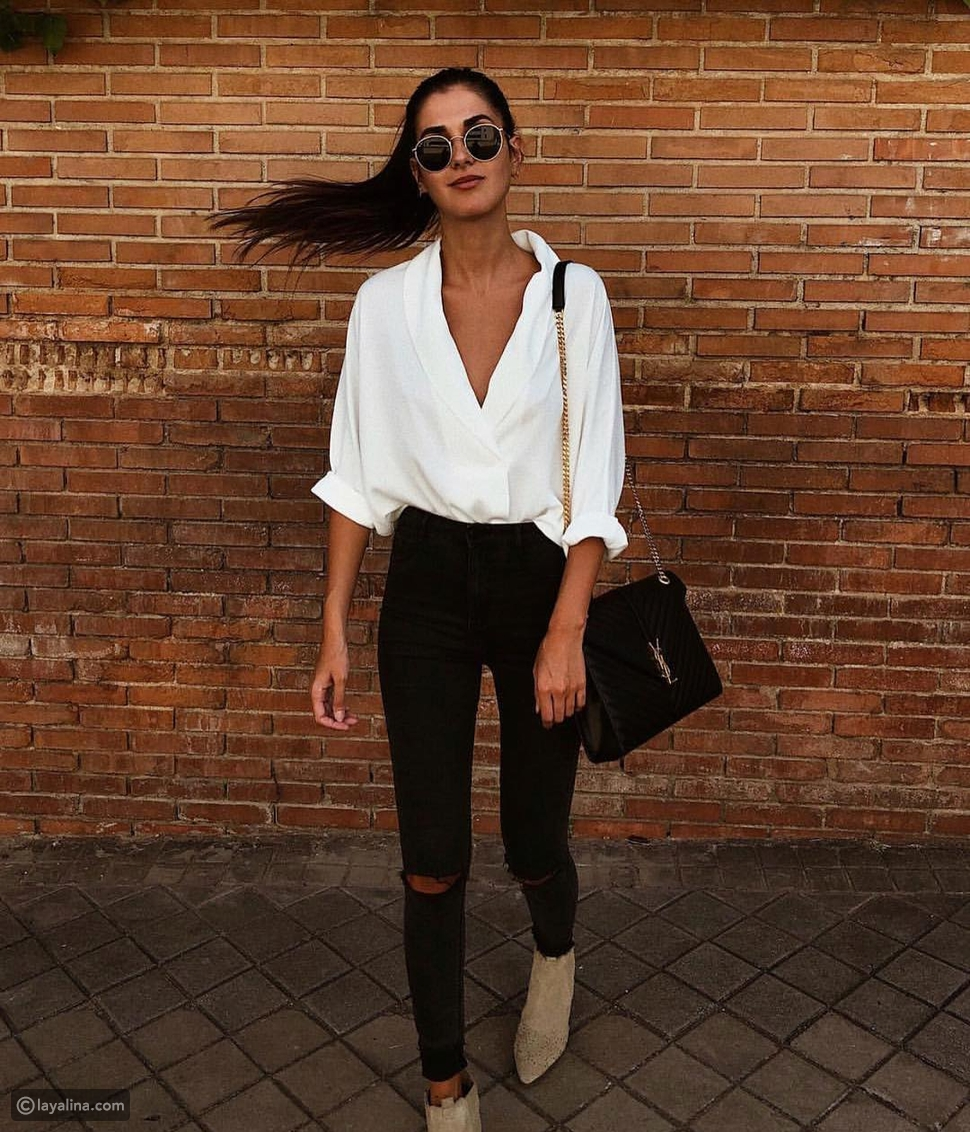 قميص أبيض مع بنطلون جينز
