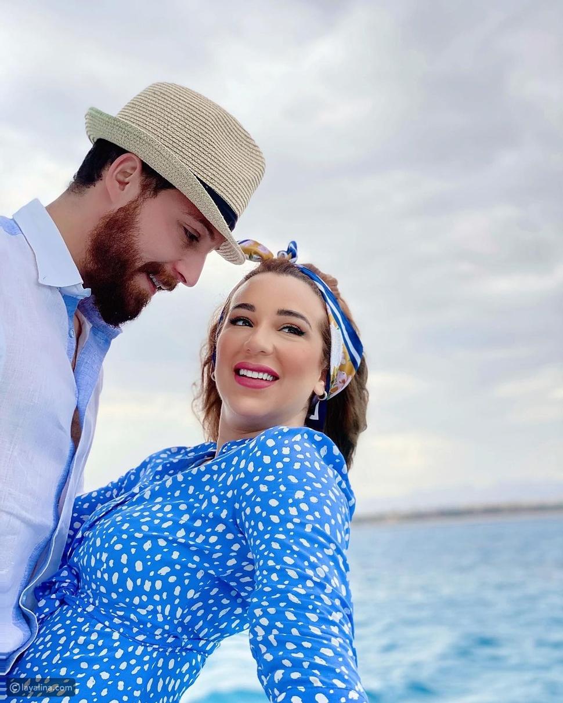 أسماء شريف منير مع زوجها