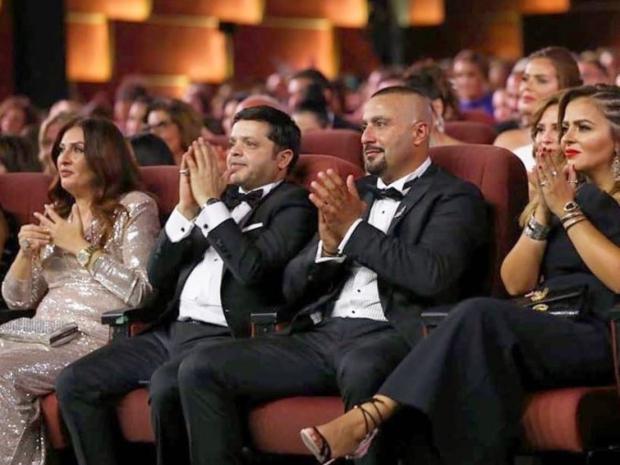 محمد هنيدي وزوجته مع أحمد السقا وزوجته في ختام مهرجان الجونة