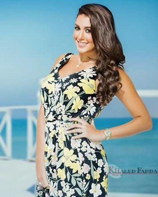 صور ياسمين صبري تودع الصيف بجلسة تصوير ملفتة على البحر ولقبها الجديد يزعج الجمهور