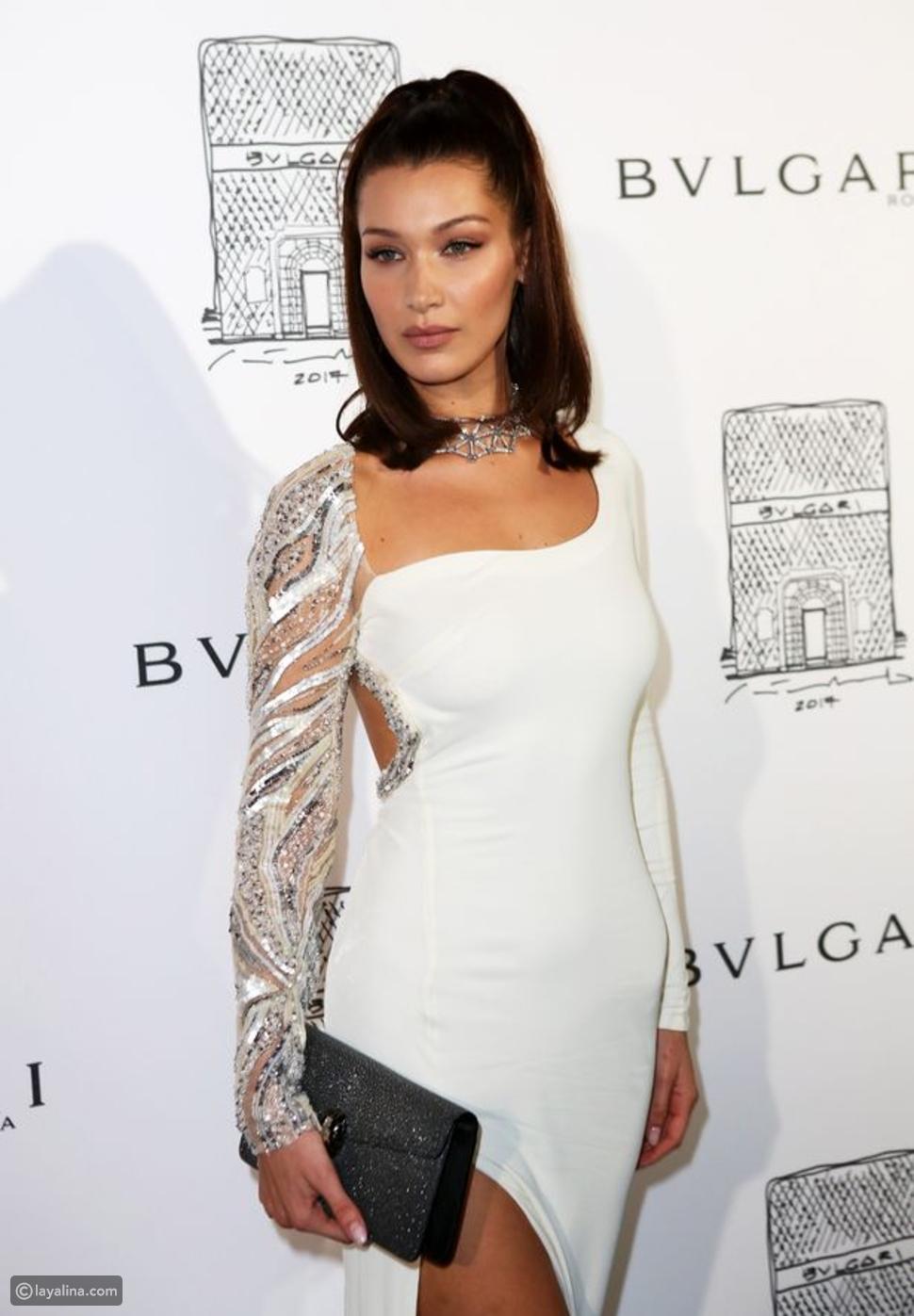 بيلا حديد بفستان من روبيرتو كفالي