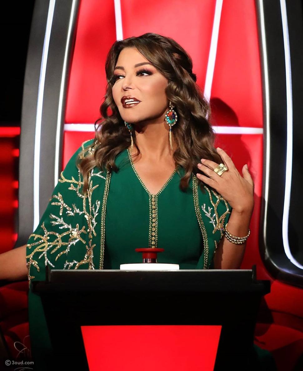 سميرة سعيد تتألق بالقفطان المغربي في العرض النصف نهائي من ذا فويس
