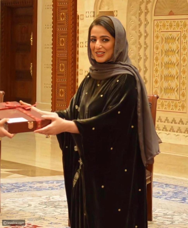 تثديم الأوسمة للمرأة العمانية